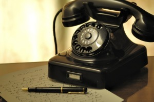 04b-telephone